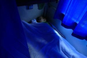 synek śpi