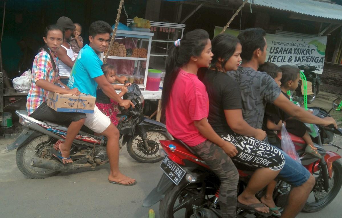rodzina na motorze