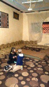 na dywanie