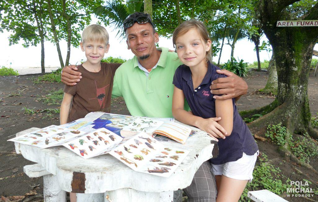 Dzieci zprzewodnikiem Tortuguero